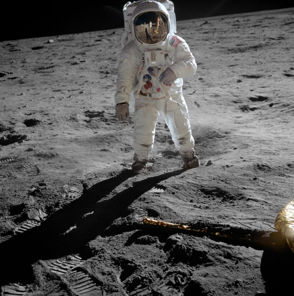 Buzz Aldrin, Space race, Moon landing, Harry Tuttle, Modern Cave Dweller, MCD
